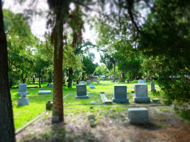 grave stones, greenwood cemetery, st Petersburg, florida, the greener bench blog