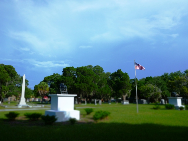 civil war cannon platform and flagpole in greenwood cemetery, st Petersburg, florida, the greener bench blog